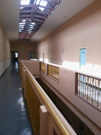 New Mitrapap Hotel: ทางเดินไปห้องชั้น 4