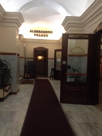 Alessandro Palace Hostel : photo1.jpg