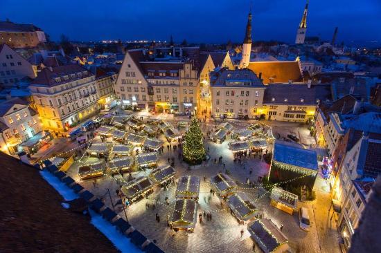 christmas-market-in-tallinn.jpg (550×366)