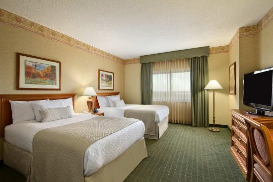 Embassy Suites by Hilton North Charleston - Airport/Hotel & Convention: Two Doubles Suite Bedroom