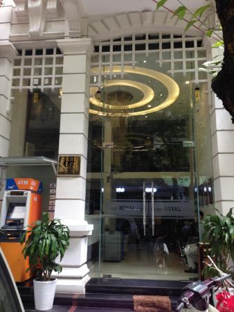Hanoi Royal View Hotel: entrance of the hotel