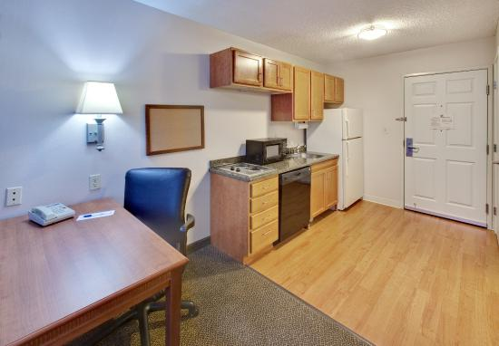 Candlewood Suites Rockford