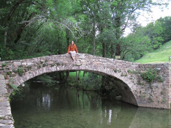 Este puente está pegado al camping! :)