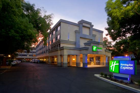 Holiday Inn Express Sacramento Convention Center: Hotel Exterior