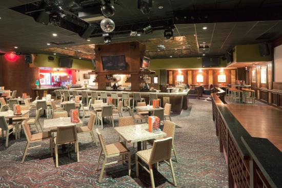 Sports Bar Picture Of Crowne Plaza Foster City San