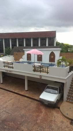 WangBurapa Grand Hotel: Innenhof und Pool