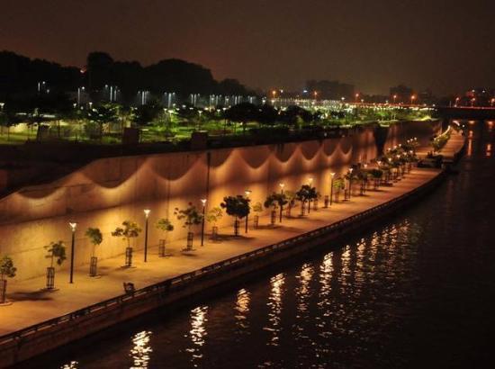 Night View Of The Riverfront Picture Of Sabarmati Riverfront Ahmedabad Tripadvisor