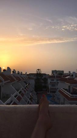 Las Floritas Apartments: Balcony sunset
