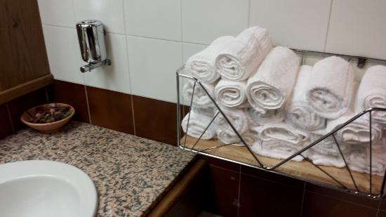 Servizi della sala pranzo con asciugamani monouso