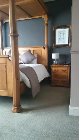 The Swan Hotel: Our second four poster suite room 110