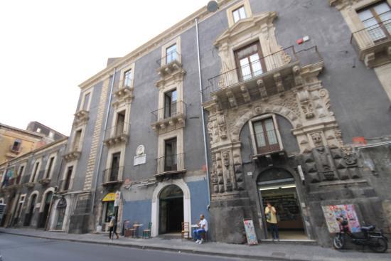 Museo Civico Belliniano : La facciata della Casa Museo
