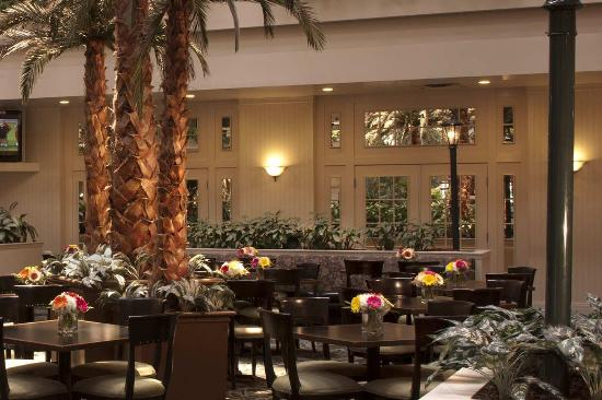 Embassy Suites by Hilton Las Vegas: Three Palms Cafe