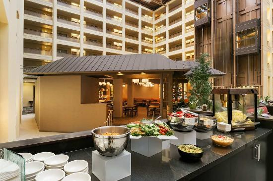Embassy Suites North Shore / Deerfield: Managers Reception Snacks