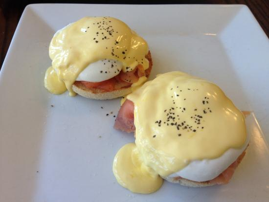 Saddlers Cafe and Bistro: エッグスベネディクト