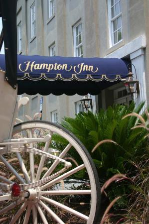 Hampton Inn Charleston - Historic District: Carriage Wheel