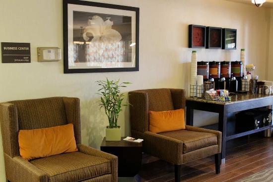 Hampton Inn Taos: Coffee Station