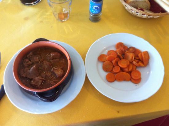 Il Bersagliere: Stracotto di maiale con carotine, sugoso e speziato bene