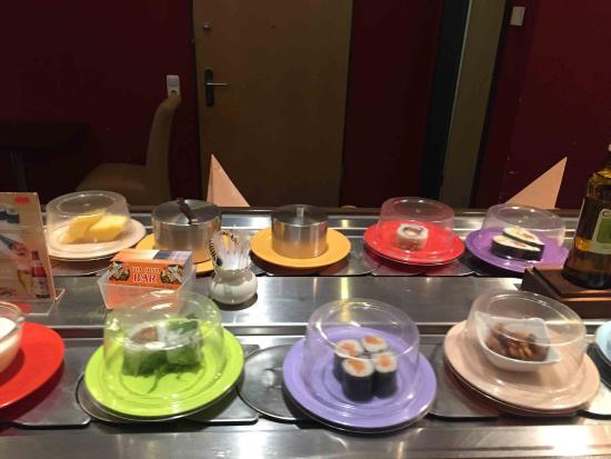Fuji Sushi Bar: Abwechslungsreich und üppig belegt