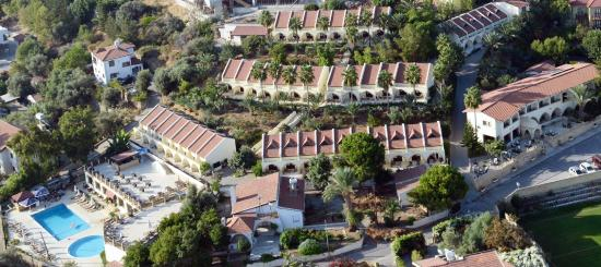 Беллапаис, Кипр: bellapais monastery village