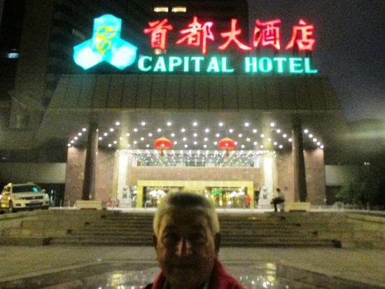 Capital Hotel Beijing: Ingresso Hotel