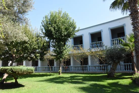 Jardin et b timent principal samara hotel torba resmi for Jardin principal location