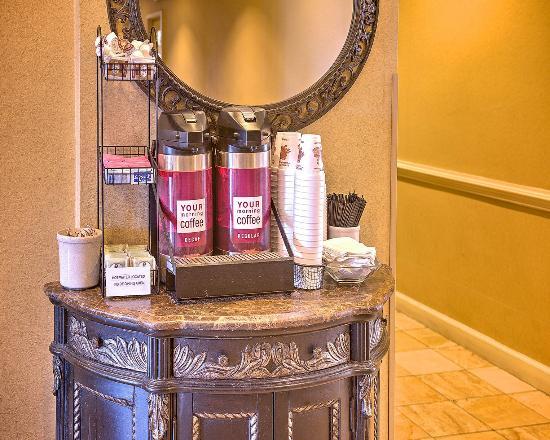 Comfort Inn - Pensacola / N Davis Hwy: Lobby