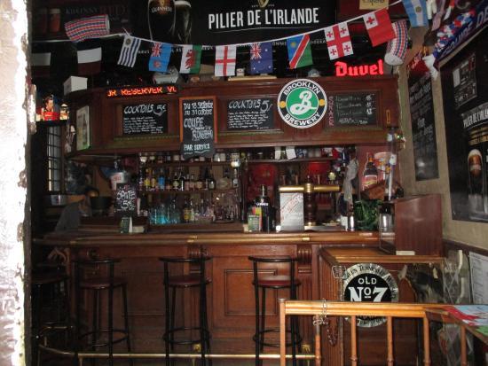 Le Requin Chagrin : beau petit pub d'inspiration irlandaisee