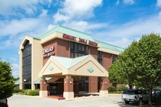 Drury Inn & Suites Greensboro: Exterior