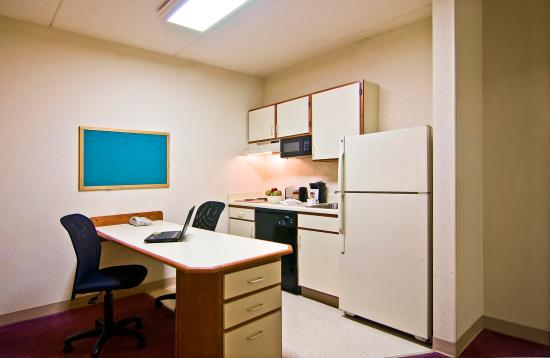 Extended Stay America - Phoenix - Airport - Tempe: Fully-Equipped Kitchens