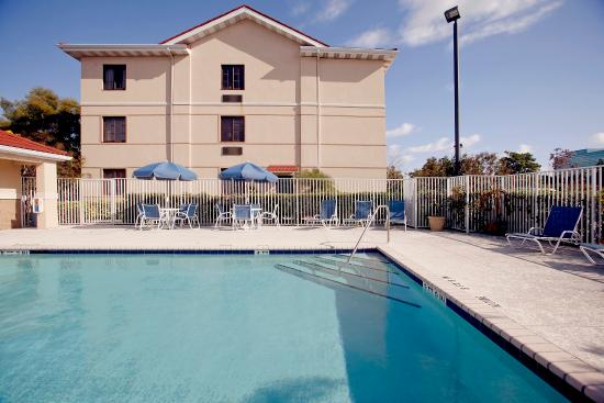 Extended Stay Deluxe Richmond - I-64 - West Broad Street