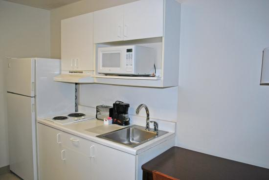 Extended Stay America - St. Louis - Airport - N. Lindbergh Blvd.: Fully-Equipped Kitchens