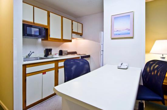 Extended Stay America - Evansville - East: Fully-Equipped Kitchens