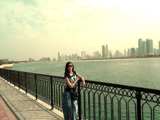 Landmark Plaza Baniyas Hotel: По дороге от платного к бесплатному пляжу Аль Мамзар