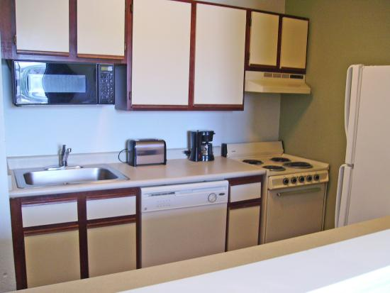 Extended Stay America - Tulsa - Midtown: Fully-Equipped Kitchens