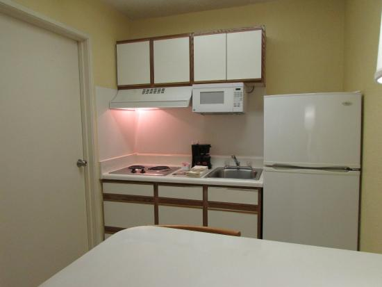 Extended Stay America - Atlanta - Perimeter - Hammond Drive: Fully-Equipped Kitchens