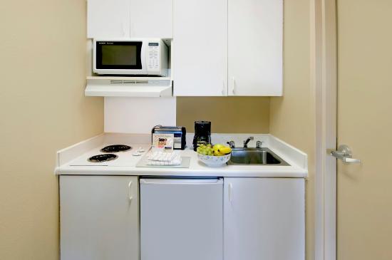 Crossland Economy Studios - Kansas City - Independence: Fully-Equipped Kitchens