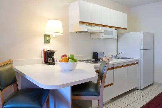 Extended Stay America - Chicago - Schaumburg - Convention Center: Fully-Equipped Kitchens