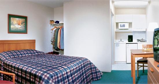 Crossland Economy Studios - Detroit - Livonia: Studio Suite - 1 Double Bed