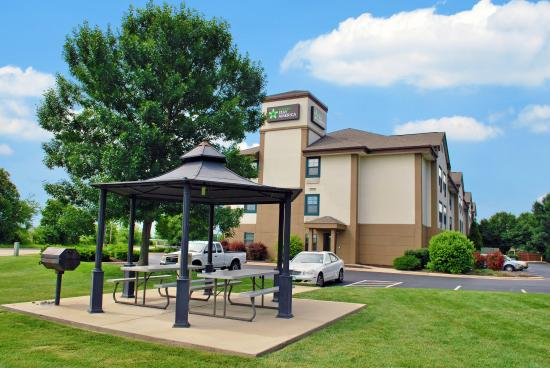 Extended Stay America - St. Louis - O' Fallon: Picnic Area