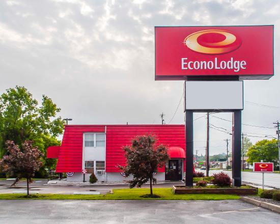 Econo Lodge: NYExterior