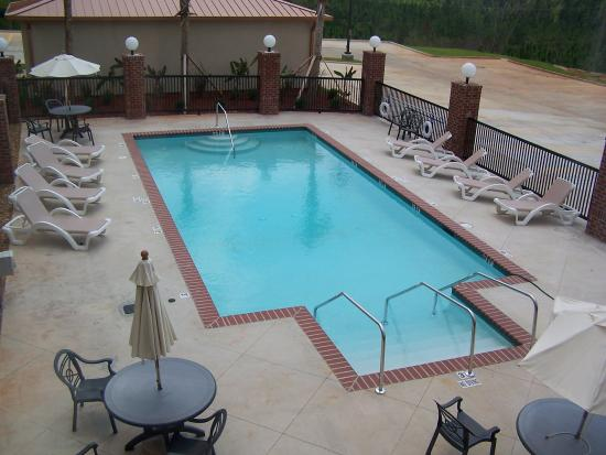 Lucedale, Μισισιπής: Enjoy our outdoor swimming pool.