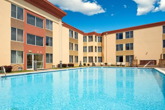Holiday Inn Conference Center Lehigh Valley: Area's largest outdoor pool is a great place to relax