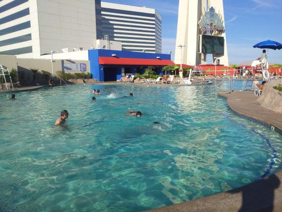 Foto de stratosphere hotel casino and tower bw premier for Piscinas premier