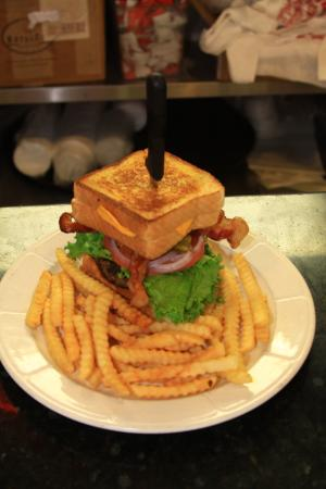 The Diner : The Wall burger