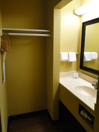 Relax Inn & Suites Kuttawa / Eddyville: Bathroom1