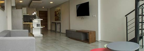 Estancia con cuarto T.V. - Picture of J. Towers Hotel Suites, Mexico ...