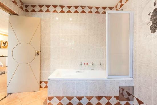 Benoni, Sør-Afrika: Bathroom @ 38 On The Drive BnB