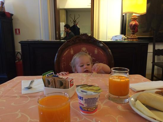 Locanda Sant'Agostin: No high chairs, but no problems eating breakfast in the lobby.