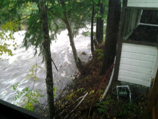 Pemi Cabins: Rising river during rain storm