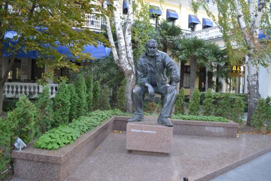 Monument to Yulian Semenov